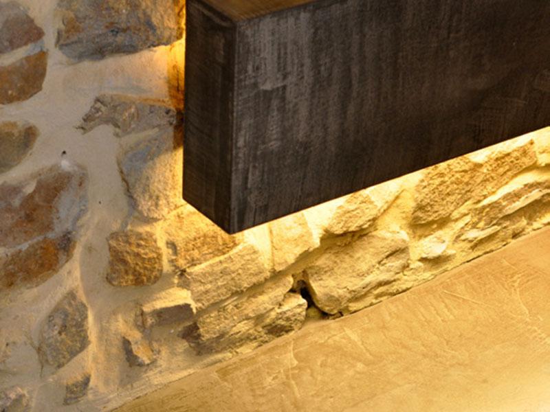 モールテックス施工事例|石をあしらった意匠性の高い壁